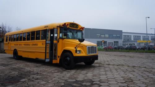 school-bus-freightliner-2001[1]